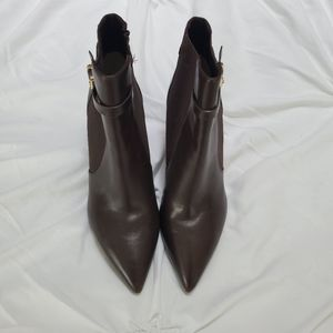 Michael Kors ladies boots are size 7.5